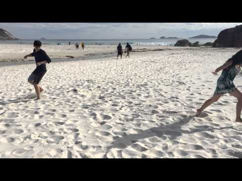'Squeaky Beach' in Australia is a literal name. A group of friends and I decided to find out why.