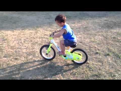 Bambino 2 anni in bici