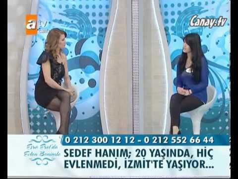 Esra Erol Jartiyer Giymiş