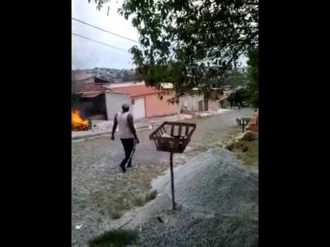 Casa pega fogo em Ribeirão das Neves