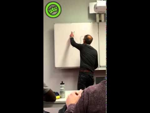 老師上課時發現有人在白板上畫上了一隻貓,隨手擦掉後竟然變了男生的下面XD!