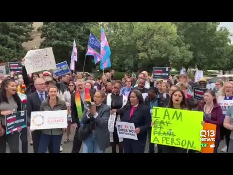 Divided Supreme Court weighs LGBT people`s rights