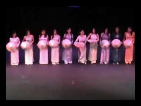 Mua Non La - Truman State University International Idol #1