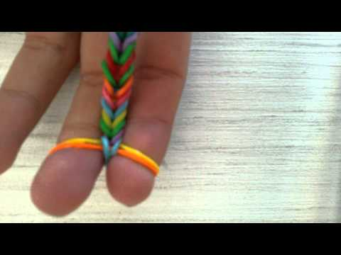 Как из резинок сделать рыбий хвост на пальцах
