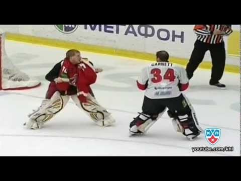 КХЛ бой вратарей: Далтон VS Гарнетт / KHL goalie fight: Dalton VS Garnett (видео)