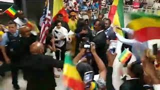 እስክንድር ነጋ  ዋሽንግተን ዲሲ ሲገባ | Welcoming Eskinder Nega at Washington DC Dulles Airport