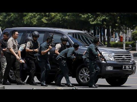 Ινδονησία: Μπαράζ ισχυρών εκρήξεων στο κέντρο της Τζακάρτας
