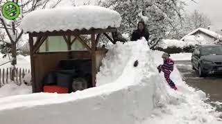 Automat do browara zrobiony ze śniegu. Chłopaki mają wyobraźnię