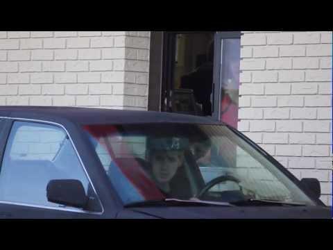 Prank: Liten olycka i drive-in-luckan