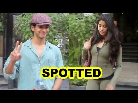 Ishaan Khatter & His GIRLFRIEND Janhvi Kapoor Spotted at Soho House Juhu