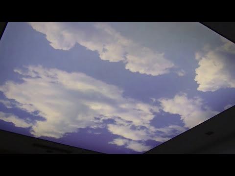 Sufit napinany z efektem nieba w mieszkaniu