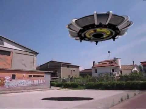 atterraggio ufo davanti a cameraman!