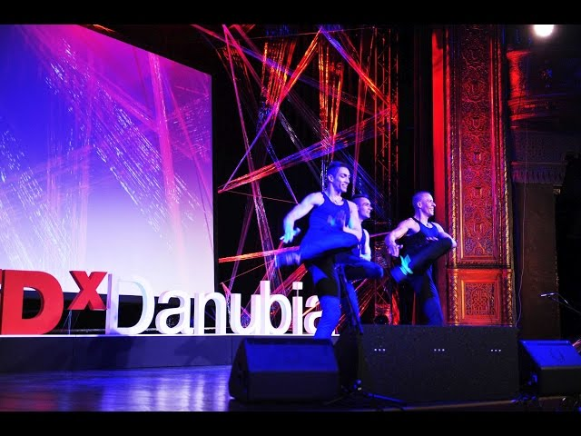 A világ leggyorsabb néptáncosai | Fricska | TEDxDanubia 2016