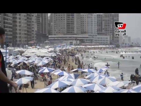 شواطئ الإسكندرية كاملة العدد في احتفالات «شم النسيم»