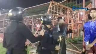 Video Ferdinand Sinaga Lindungi Suporter PSM dari Tembakan Gas Air Mata MP3, 3GP, MP4, WEBM, AVI, FLV November 2017
