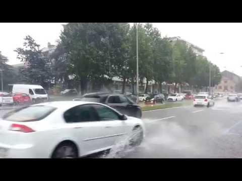 Diluvio su Como, in Tangenziale come in piscina