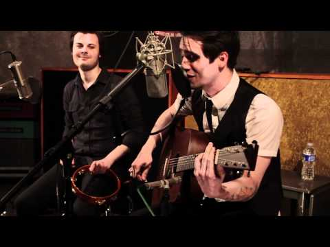 panic at the disco - Panic! At The Disco performs