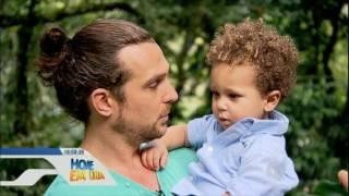 S.O.S. Mãe conhece a rotina do ator Igor Rickli com a esposa e o filho