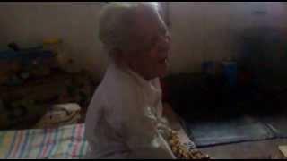 nenek asal aceh ini sudah berusia 120 tahun lebih,mohon bantuannya donk mana tau bisa di masukin MURI ,biar dia semangat hidup,soalnya dia pingin banget nie menghadap ilahi karena beban yang dia emban dan juga kakinya sakit.dia pintar hafal al quran dan gigi susunya sudah tumbuh kembali.