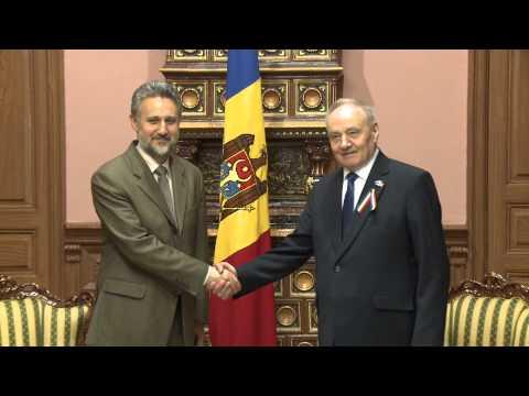 Президент Николае Тимофти встретился с послом Румынии Мариусом Лазурка