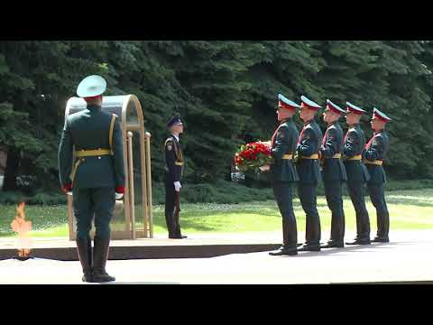 Igor Dodon laid flowers at Tomb of Unknown Soldier in Alexander Garden, Moscow