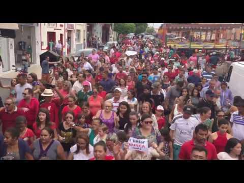 Multidão sai pelas ruas de Alto Santo em apoio a Íris Gadelha