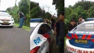 Video Heboh! Pendemo Lakukan Razia pada Mobil Polisi MP3, 3GP, MP4, WEBM, AVI, FLV Februari 2018