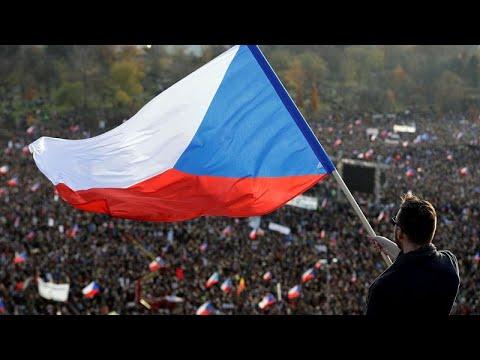 30 χρόνια μετά τη Βελούδινη Επανάσταση ηχεί το σύνθημα «Είμαστε εδώ»…