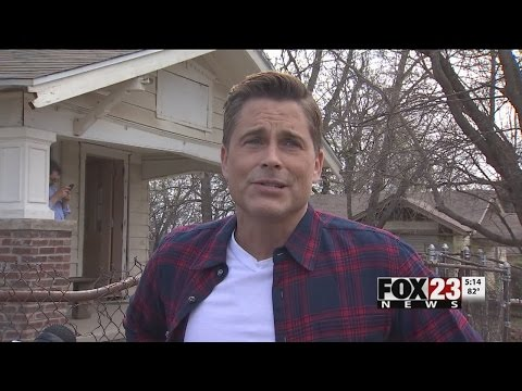 Rob Lowe Makes Surprise Visit To Tulsa To See The Outsiders House