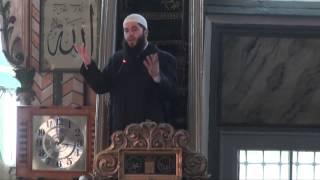 Druri i vjetër mbi 500 vite në oborin e Xhamisë ISA BEU - Hoxhë Muharem Ismaili