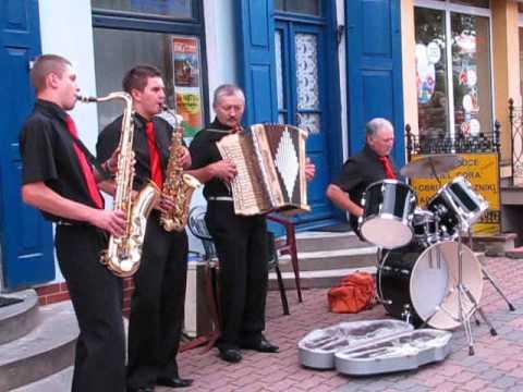 Siemiatycze - Kapela Bondarczuków. 1.   Muzyka na ulicy