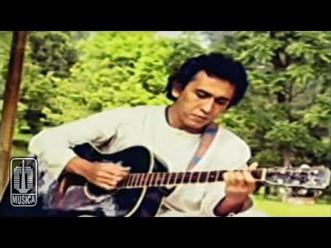 Video Iwan Fals - Kumenanti Seorang Kekasih (Official Video) download in MP3, 3GP, MP4, WEBM, AVI, FLV January 2017