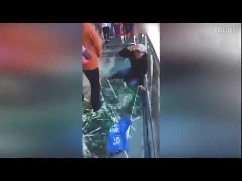 Звук треснувшего стекла на мосту в Китае (видео)