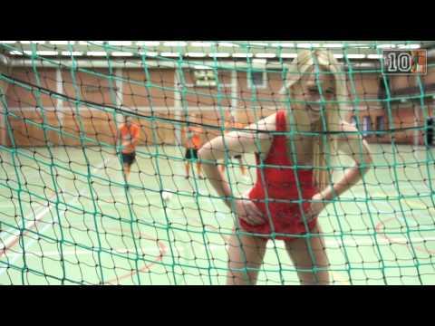 比利時美女放手自願讓足球員啪啪啪!