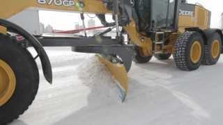 HD-видео о ножах Олофсфорс с комментариями операторов грейдеров от канадского дистрибьютора Brandt Tracktor
