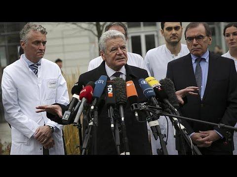 Στο πλευρό των τραυματιών της επίθεσης ο Γερμανός πρόεδρος