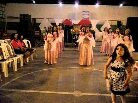 Grupo Getsêmani louvando ao Senhor no 9º congresso de mocidade em Jacobina do Piauí