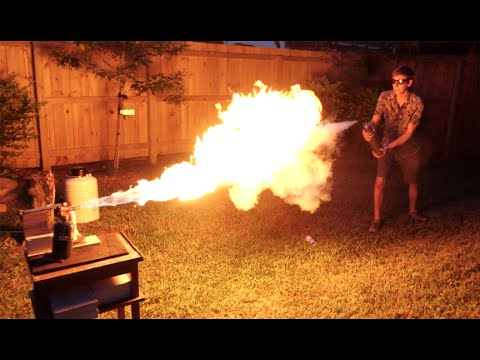 這男生好奇地測試「冷凍槍VS火焰噴射器」誰會獲勝,一場大戰後的結果跌破許多人的眼鏡!
