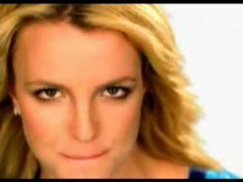 Britney jugando fútbol