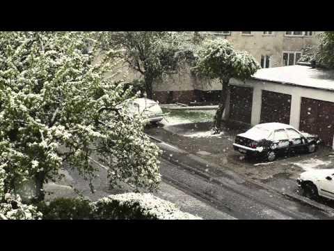 Nikon D5100 + 35 mm f/1.4 - snowstorm in May 2011 Wrocław, Poland (śnieżyca w maju we Wrocławiu)