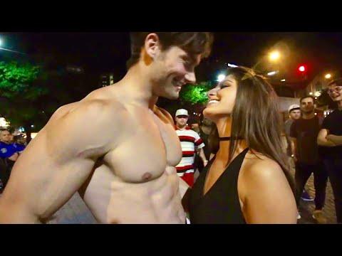 Connor Murphy Vs PrankInvasion - Kissing Prank (видео)