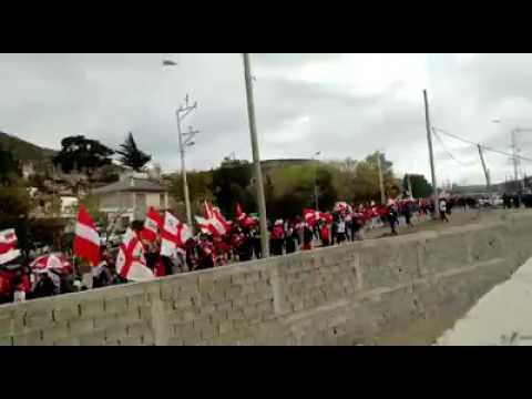 Huracán de Comodoro Entrando al estadio del 3 de caravana - Barra de Fierro - Huracán de Comodoro