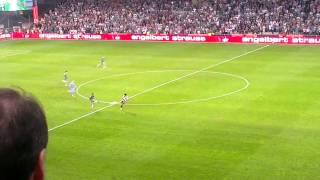 Steffen Hofmann trifft aus der eigenen Hälfte gegen PAOK Saloniki
