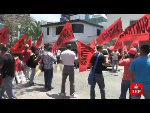 Organizaciones sindicales protestan en sede de Mossack Fonseca