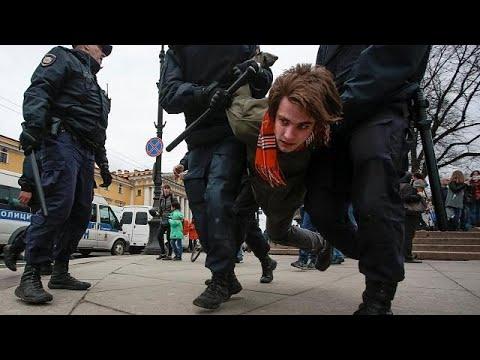 Anti-Putin-Proteste: Mehr als 1.000 Festnahmen in R ...