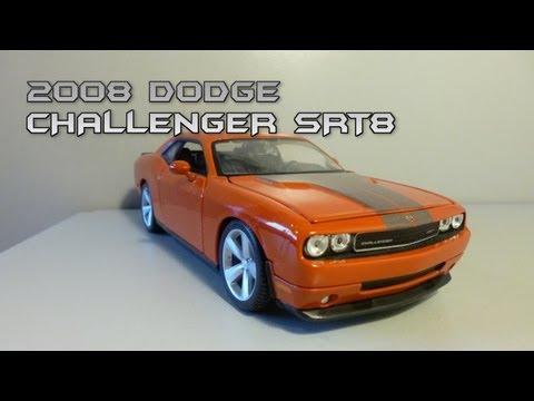 Автомодель MAISTO 2008 Dodge Challenger SRT8, 1:24(31342 black/white)