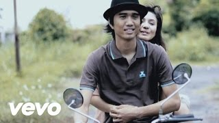 Video Sheila On 7 - Pasti Ku Bisa (Video Clip - Ori) MP3, 3GP, MP4, WEBM, AVI, FLV Agustus 2018