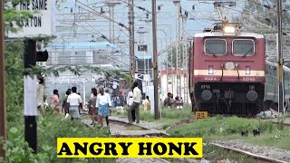 Tiruttani India  city photos gallery : Angry WAP4 Dadar Chennai Screams Tiruttani