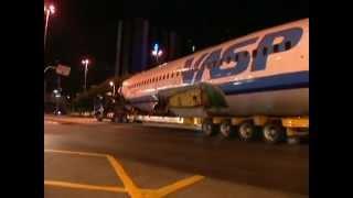 Video Avião da VASP é transportado pelas ruas de SP durante a madrugada (2012) MP3, 3GP, MP4, WEBM, AVI, FLV Mei 2019