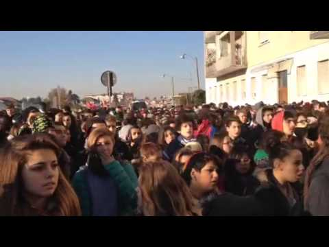 Gli studenti a Busto contro il Palaghiaccio